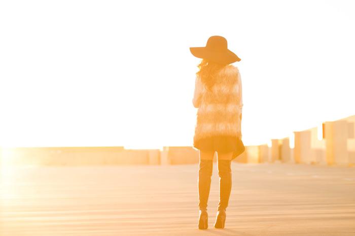 fashion blogger, petite fashion blog, lace and locks, los angeles fashion blogger, morning lavender, faux fur vests, fall fashion, black floppy hat, streetstyle
