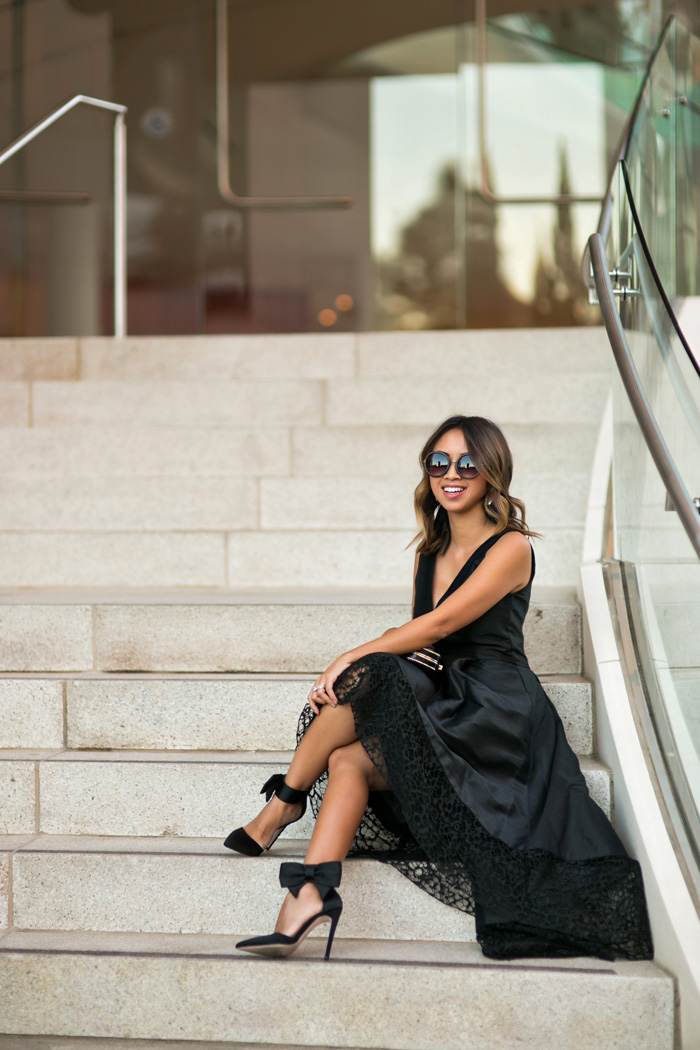 petite fashion blog, lace and locks, los angeles fashion blogger, black holiday dress, rent the runway discount, monique lhuillier holiday dress, bow heels, holiday outfit ideas
